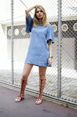 ootd-blonde-jeans-robe-spartiate-haute-gladiator